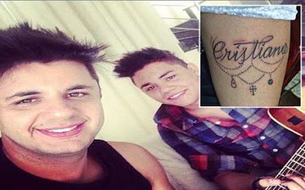 Irmão de Cristiano Araújo faz tatuagem para homenagear cantor