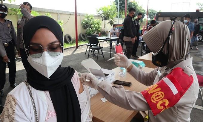 Ratusan Masyarakat Antusias Ikuti Vaksinani Presisi Polres Serang
