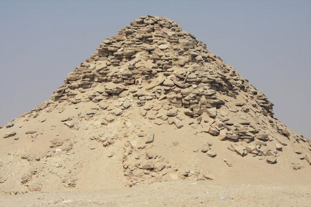 Visitar as pirâmides de SAKKARA e descobrir a pirâmide escalonada | Egipto
