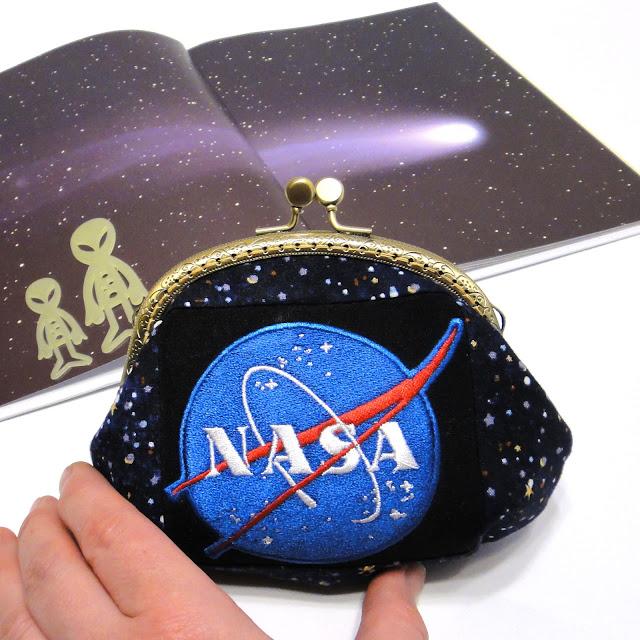 Женский кошелек с фермуаром Nasa - покорители космоса. Эмблема - компьютерная вышивка