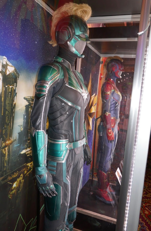 Vers Starforce costume Captain Marvel
