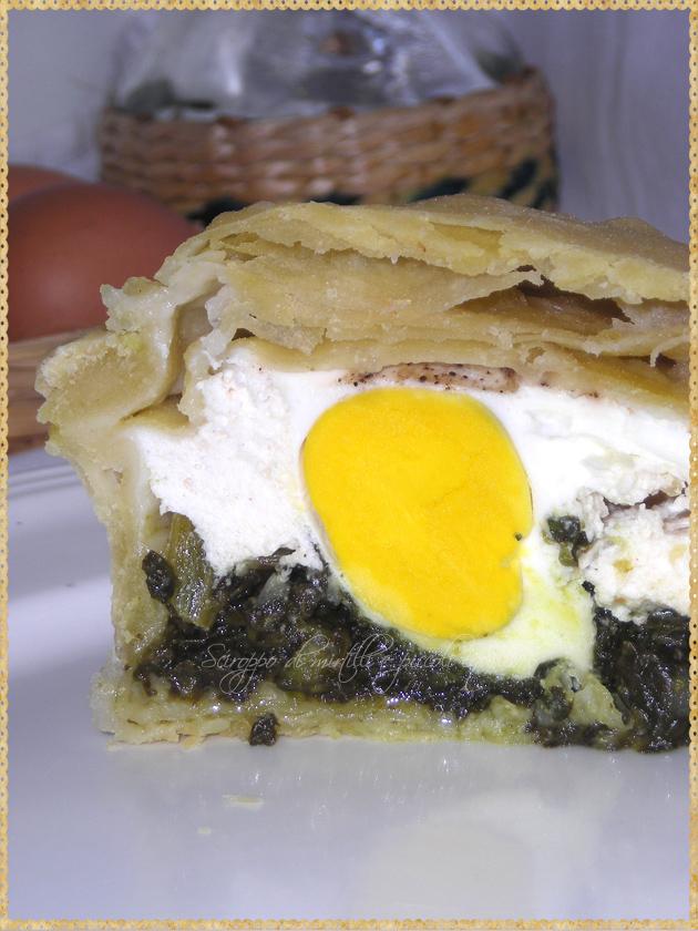 Torta Pasqualina genovese interno con uovo ricotta e bieta