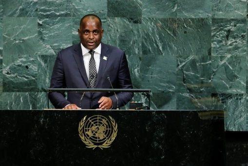 """""""Dominica sufre las consecuencias del enriquecimiento de otros"""""""