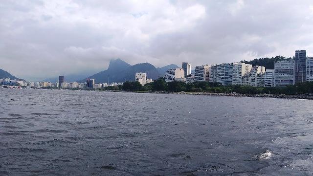 O dia estava nublado, mas o passeio de veleiro com a Sail in Rio foi uma delícia