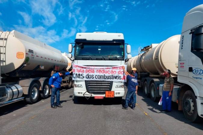 Tanqueiros em greve: Postos registram filas e falta de combustível em Minas Gerais