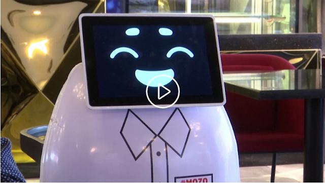 """""""موزو"""".. أول روبوت لخدمة الزبائن بمطعم في مصر"""