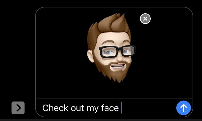 باستخدام Memoji مع Face ID في iMessage