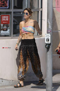 Paris-Jackson-Seen-at-Tattoo-Mania-in-West-Hollywood-16+%7E+SexyCelebs.in+Exclusive.jpg