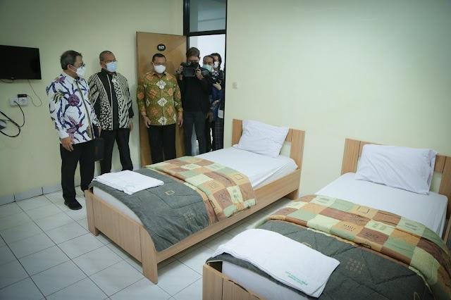 1.003 Pasien Covid Isolasi di Asrama Haji