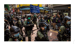 30 people arrest by Hong Kong police as riot officers swoop in on pro-democracy protesters