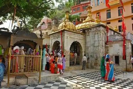चिंतपूर्णी मंदिर में 'चोर दरवाजे' से दर्शन के लिए होमगार्ड ने SDM से मांगी रिश्वत, गिरी गाज