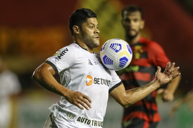 Atlético-MG supera Sport na Ilha e vence primeira no Brasileiro