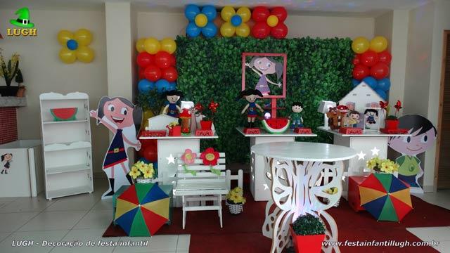 Mesa provençal simples festa de aniversário infantil tema da Luna com muro inglês
