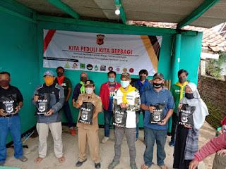 Pencegahan Corona Disaat Banjir, Polda Jawa Barat dan Elemen Pegiat Lingkungan Tebar Sembako