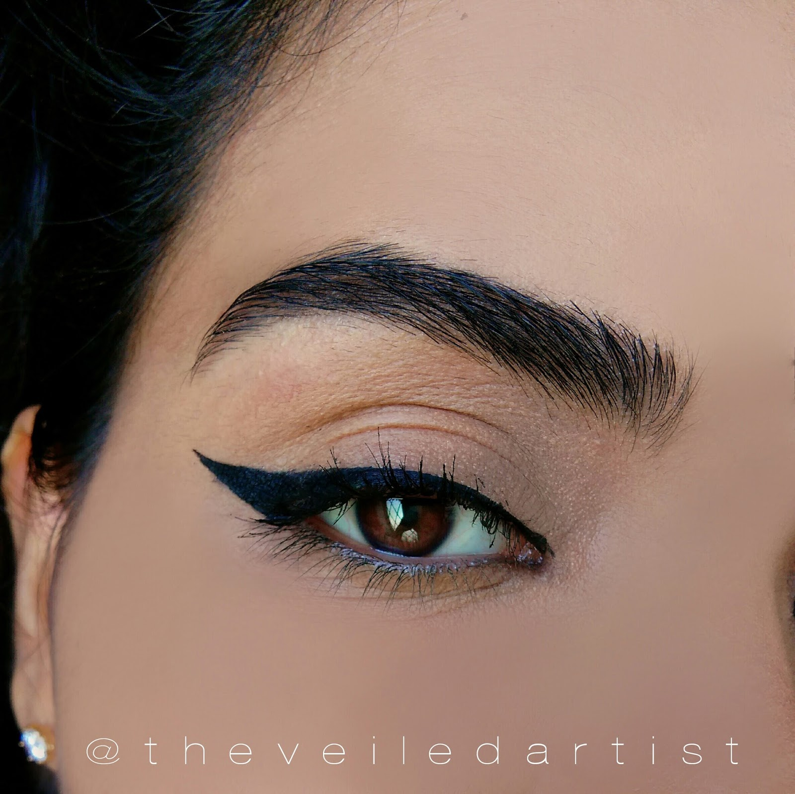 http://www.theveiledartist.com/2017/01/easy-winged-liner-tutorial-using-tape.html