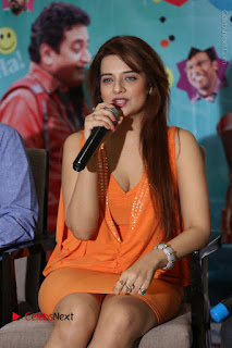 Actress Saloni Aswani Pos in Short Dress at Meelo Evaru Koteeswarudu Movie Interview  0119.JPG