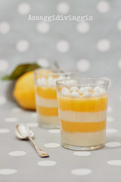 Bicchieri multistrato di lemon curd, crema pasticcera e meringhe