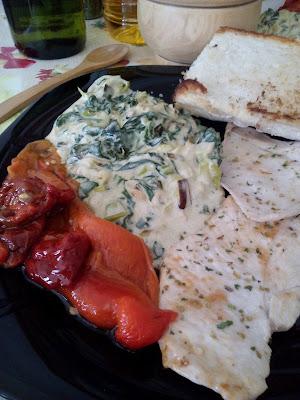 Receta de Pechuga de pollo a la plancha con crema de nata, espinacas y puerros