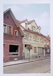 Das Eckhaus der Bäckerei Liebig in Pfungstadt wurde mit dem Nachbarhaus verbunden um ein schönes Café darin unterzubringen