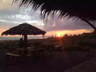 matahari terbenam dari bamboo cafe pangandaran