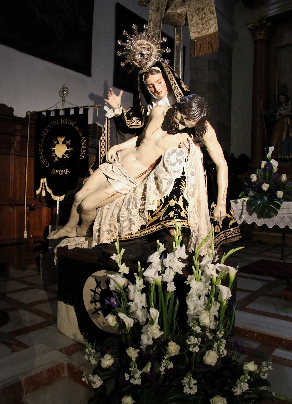 Alba y jesus en el stand de ana g en el feda - 5 7