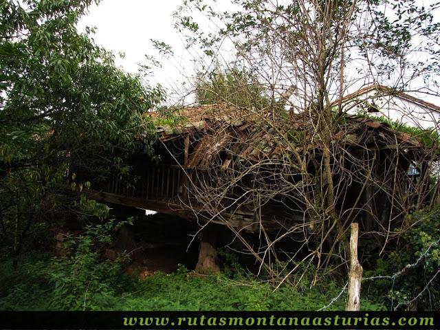 Ruta de Priañes: Panera en ruinas en Priañes