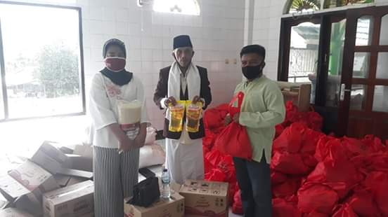 Dampak Covid-19, Pemprov Sulut Salurkan Bantuan Pada Jama'ah Masjid Al 'ikhsan Desa Klabat