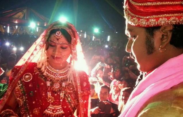 Pawan Singh Wife pic