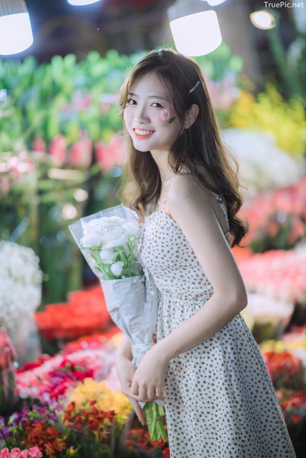 Vietnamese Hot Girl Linh Hoai - Strolling on the flower street - TruePic.net - Picture 6