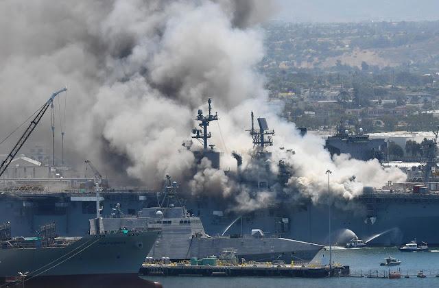 Kapal perang Amerika Serikat terbakar dan meledak dipangkalan San Diego
