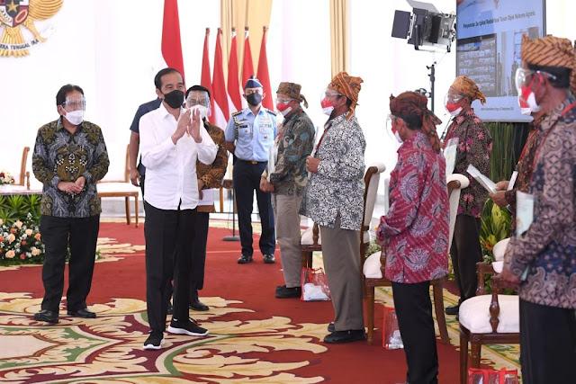 Presiden RI, Joko Widodo Serahka  Sertifikat Redistribusi Tanah Objek Reforma Agraria