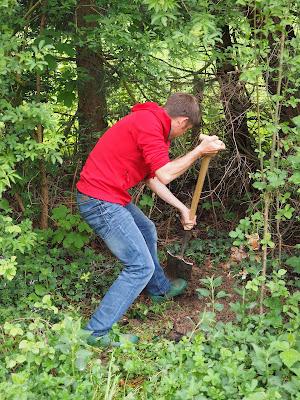 gardening-digging%2Ba%2Bhole.jpg