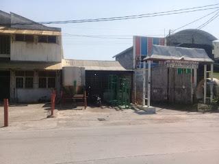 Tanah dan Bangunan Tampak dari seberang jalan