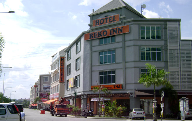Budget Hotel Offers You Upscale Amenities Such As Elevator Free Wireless Internet TV With Premium Channels Air Conditioned Hot Cold Showers