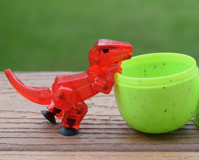 #Stikbot Dino egg red velociraptor