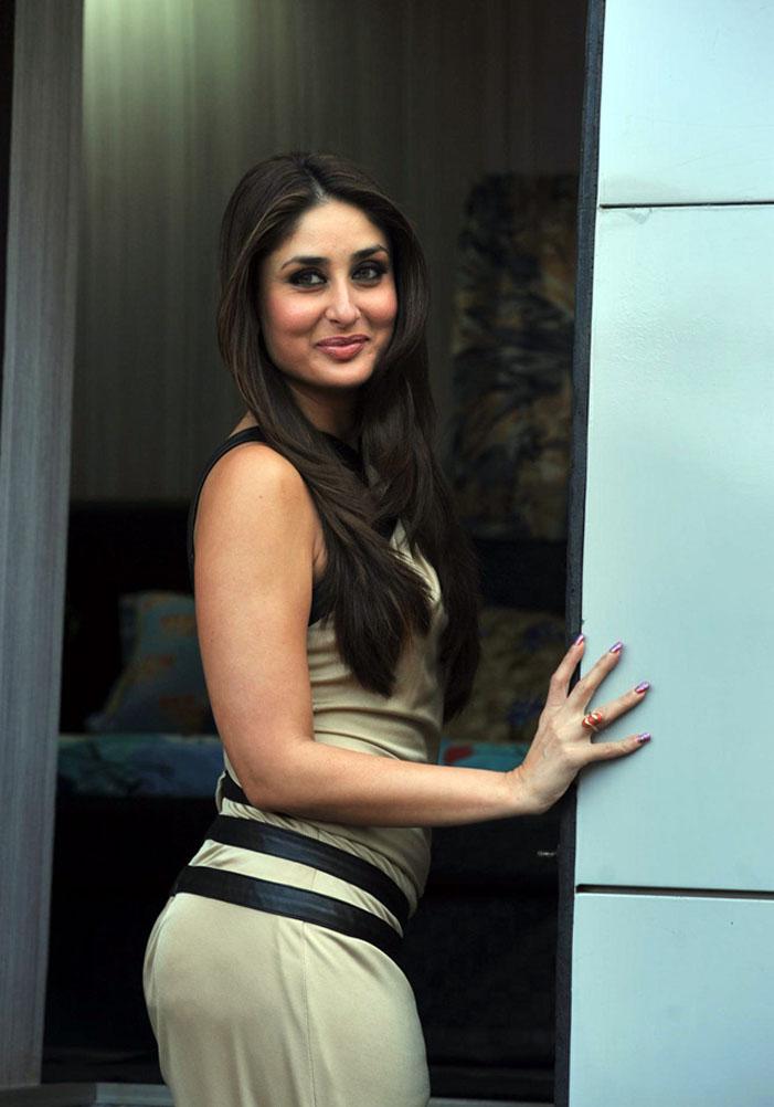 Kareena Kapoor Hot Looking Mass Face Smiling Photos Gallery
