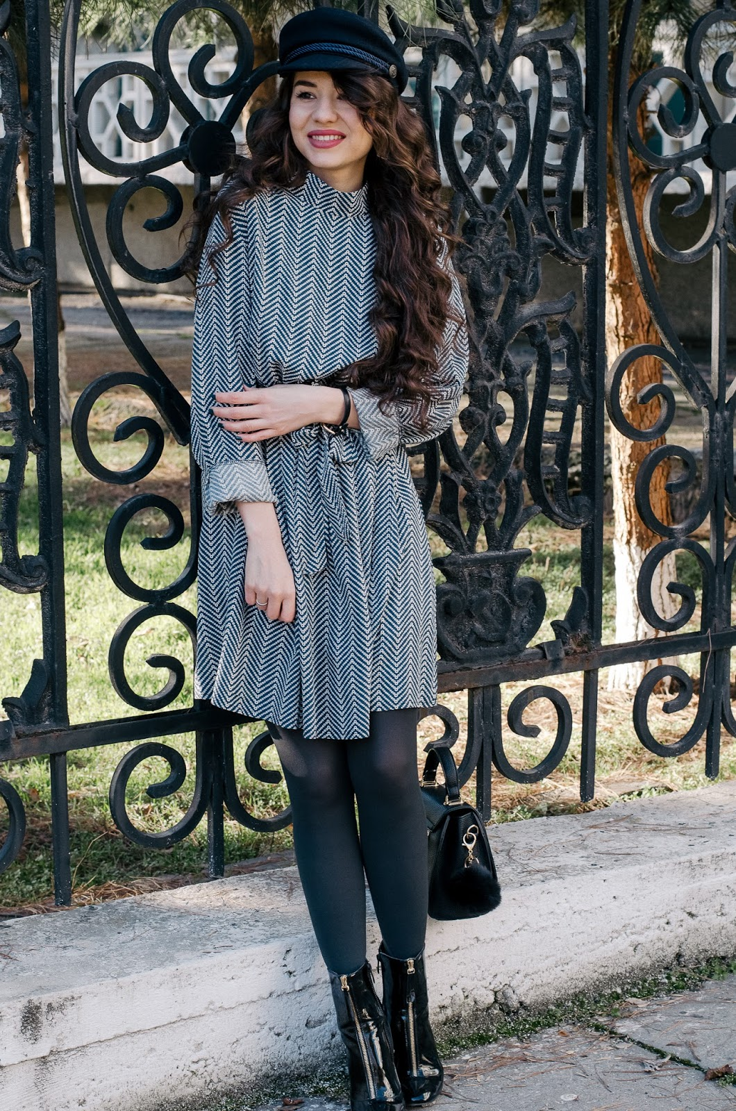 fashion blogger diyorasnotes lookoftheday outfit shift dress patent boots asos cap sammydress curlyhair