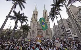 As manifestações -2013 e o papa no Brasil.