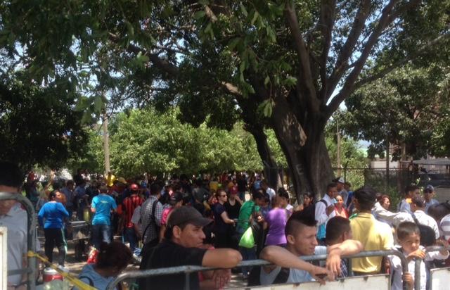 Atrapados en Venezuela: migrantes no logran salir del país por fallas de luz