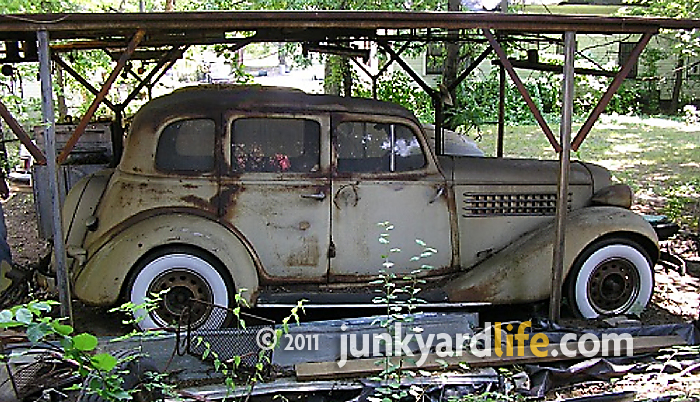 junkyard life classic cars muscle cars barn finds hot rods and part news 1935 auburn 653. Black Bedroom Furniture Sets. Home Design Ideas