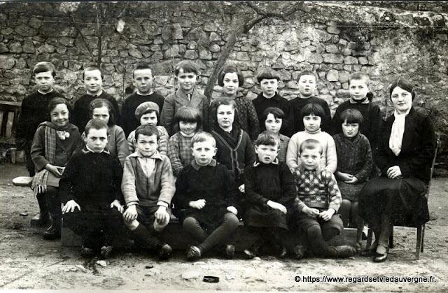 photo ancienne : classe d'école à identifier
