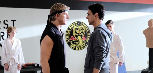 Johnny Lawrence e Daniel LaRusso no dojo Cobra Kai