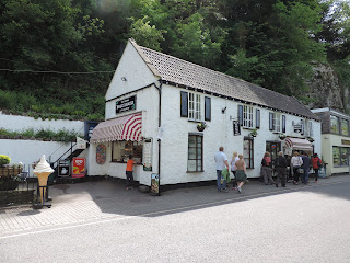 ice cream shop cheddar gorge