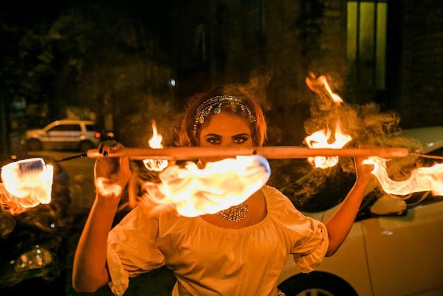 Casamento ao ar livre com artistas de circo é tendência para eventos em 2021.