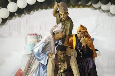 """مسرح الطموح يعرض """"حاشية الملك"""" في بيت الغشام بوادي المعاول"""