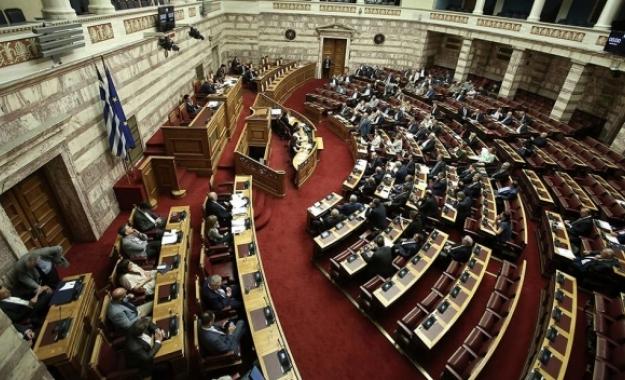 153 «ναι» στη συμφωνία για το Σκοπιανό, o Καμμένος μένει για να «ρίξει» την κυβέρνηση