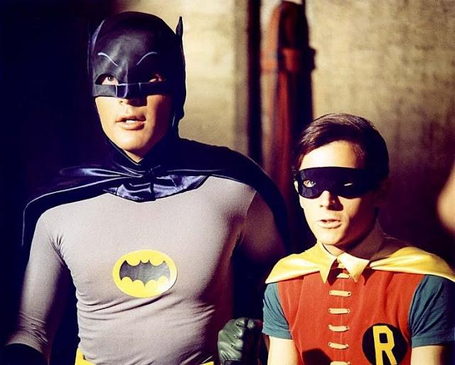 Muere Adam West: el Batman con más onda y el menos oscuro pierde la batalla contra el cáncer