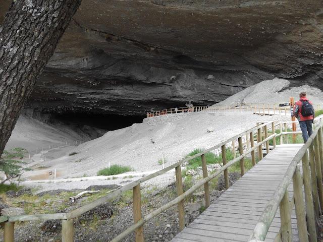 Entrada a la cueva del Milodón