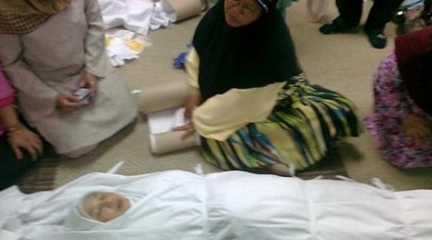 Masya Allah, Meninggal Sambil Memegang Al-Quran, Jenazah Wanita ini Wanginya Luar Biasa