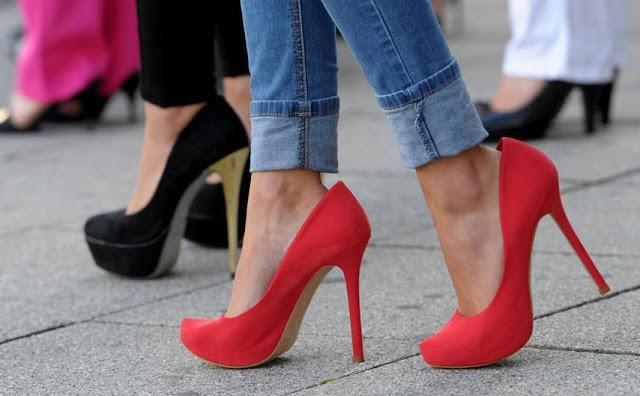 Mengapa Islam Melarang Wanita Memakai Sepatu Jinjit?